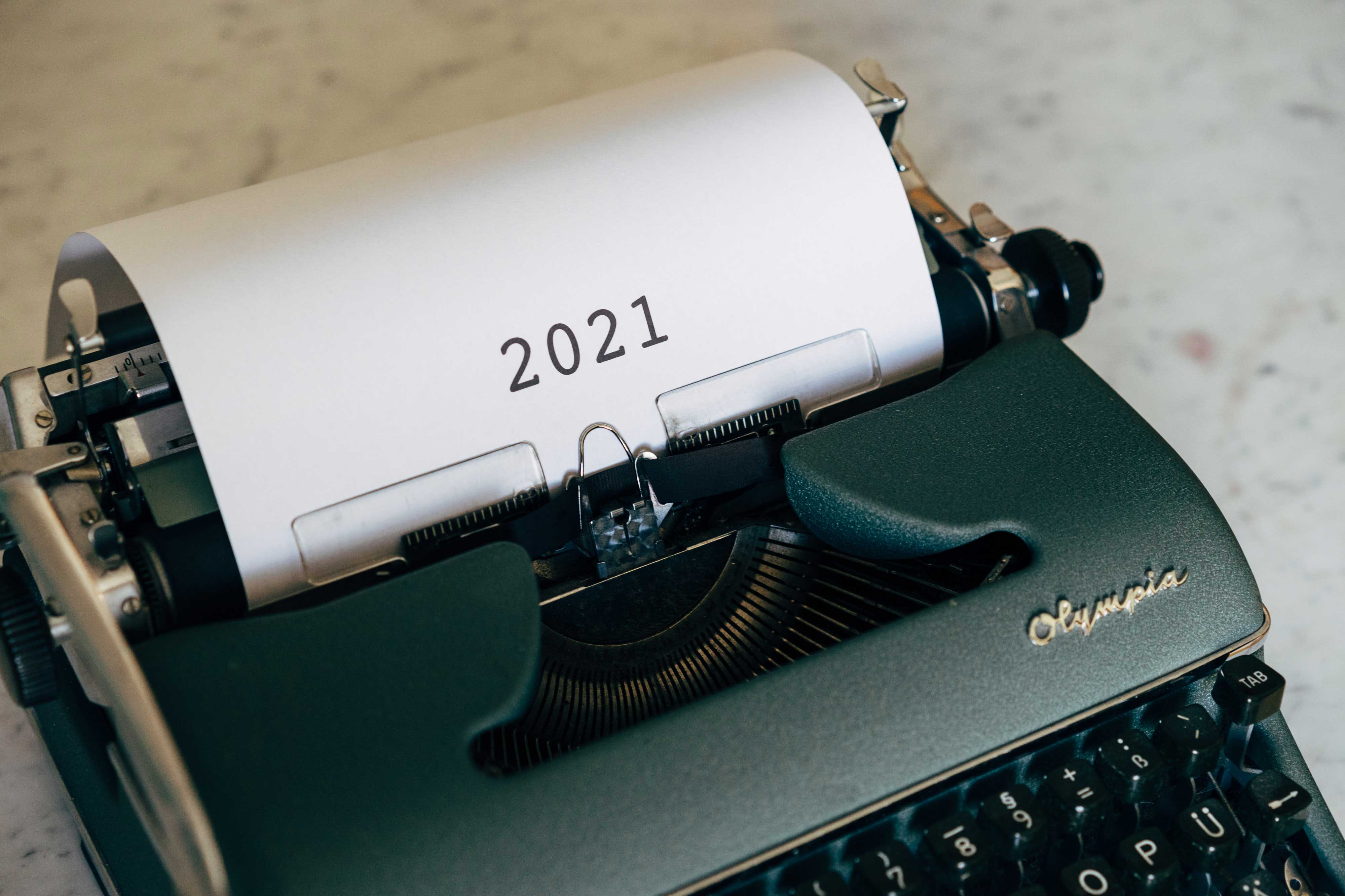A type writer with 2021 written on paper