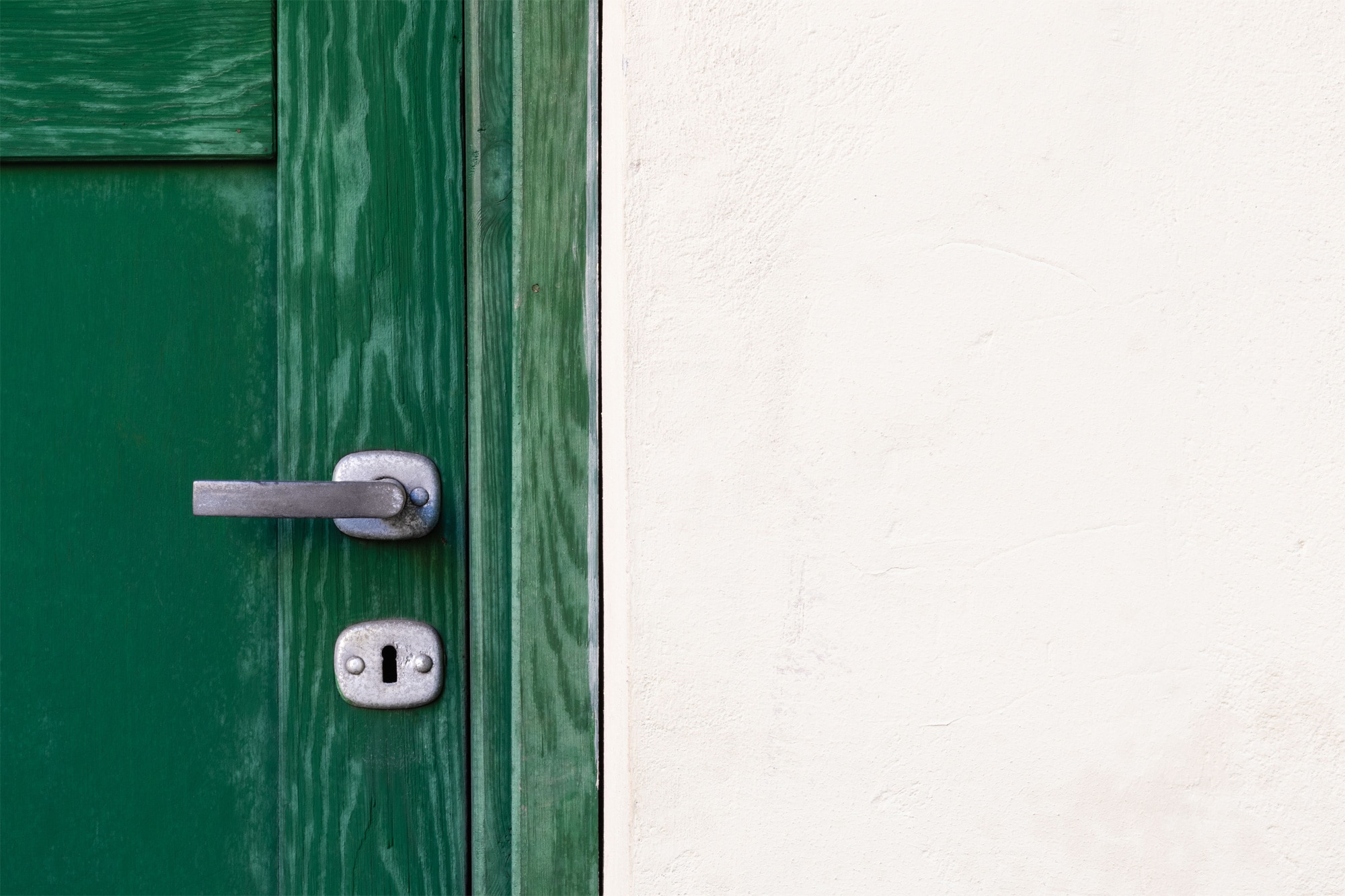 A green door and knob to symbolize the decision of going from side-hustle to full-time
